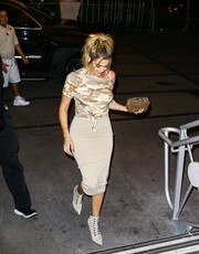 Khloe Kardashian rocked a camo-print T-shirt while enjoying a night out in Florida.