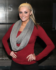 Karissa Shannon donned a long-sleeve red T-shirt and a knit scarf, for a day at the spa.
