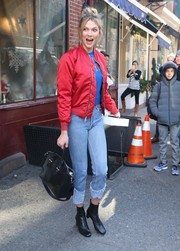 Karlie Kloss kept the edgy vibe going with a pair of cuffed jeans.