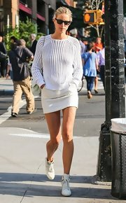 Karolina showed off her sleek street style when she sported this cream sweater.