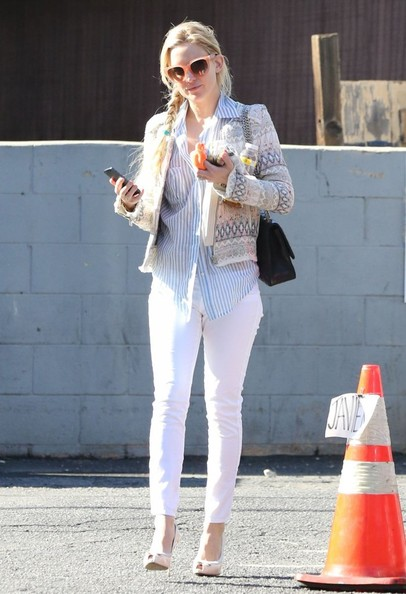 Kate Hudson Leaving Lee's Nails In West Hollywood