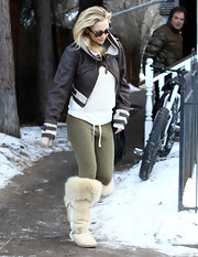 Kate Hudson wore a cropped leather bomber jacket with an aviator influence while out in Aspen.