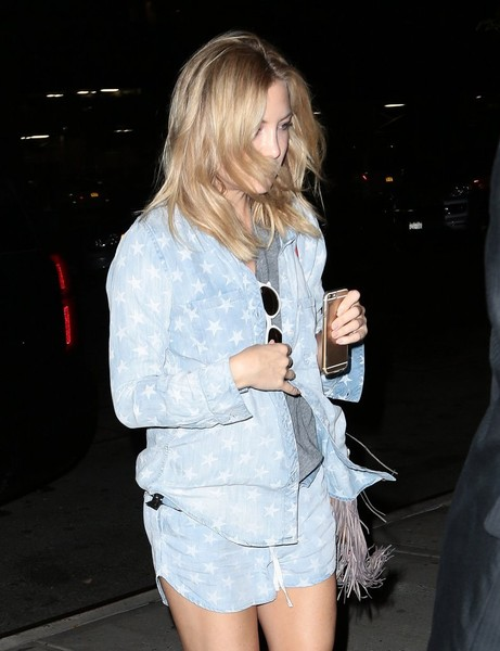 More Pics of Kate Hudson Thong Sandals (4 of 8) - Sandals Lookbook - StyleBistro []