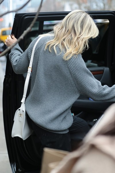 More Pics of Kate Hudson Capri Pants (1 of 6) - Kate Hudson Lookbook - StyleBistro []