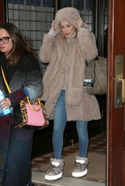 Kate Hudson braved the cold in a Dawn Levy coat while leaving her hotel in New York City.