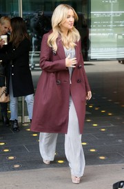 Kate Hudson bundled up in a double-breasted maroon coat for a day out in New York City.