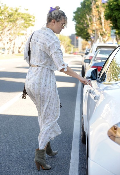 More Pics of Kate Hudson Shirtdress (2 of 46) - Kate Hudson Lookbook - StyleBistro []