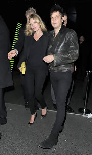 Kate Moss brightened up her all black attire with a lemon yellow clutch.