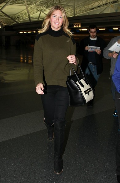 Kate Upton Arriving On A Flight In New York