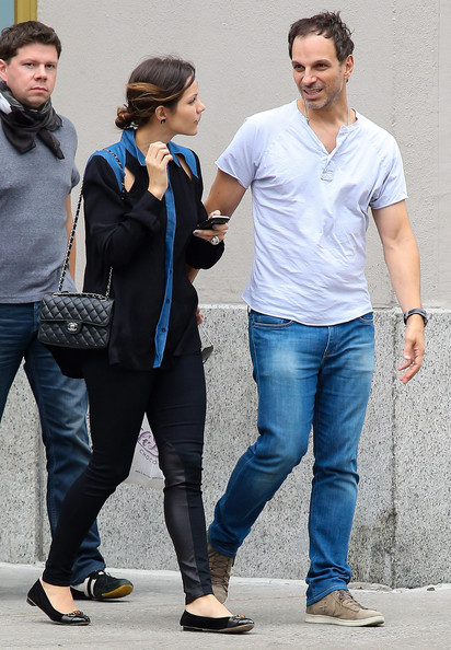 Katharine McPhee and Nick Cokas Grab Lunch With Friends