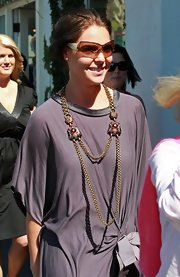 Katherine Heigl showed off a long gold necklace while out shopping with her daughter in Malibu. The necklace was very interesting, but could have been paired with a better shirt.
