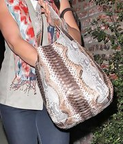 Katherine paired her casual outfit with a slithering snakeskin shoulder bag.