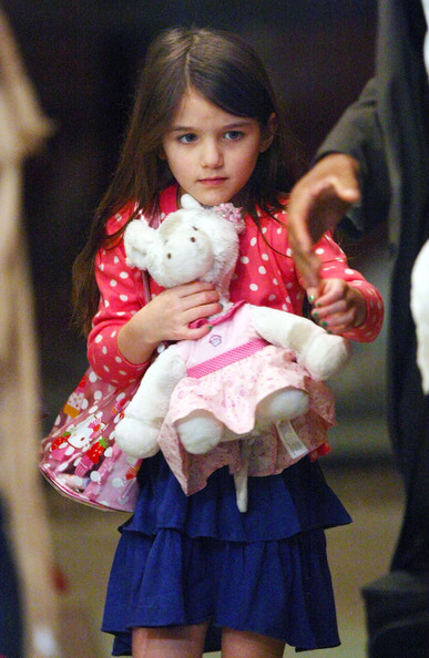 http://www1.pictures.stylebistro.com/fp/Katie+Holmes+Daughter+Suri+Out+Dinner+New+I2LWj1k2kVpl.jpg