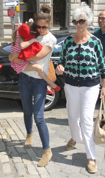 Katie And Suri Enjoy A Day At The Zoo
