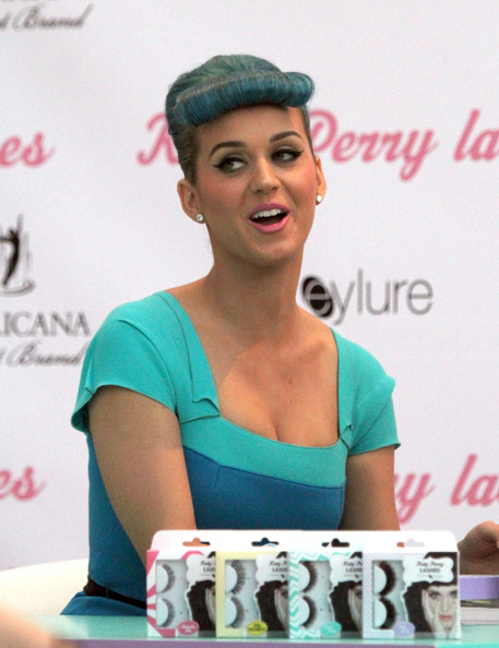 More Pics of Katy Perry Glass Ring (5 of 43) - Decorative Rings Lookbook - StyleBistro []