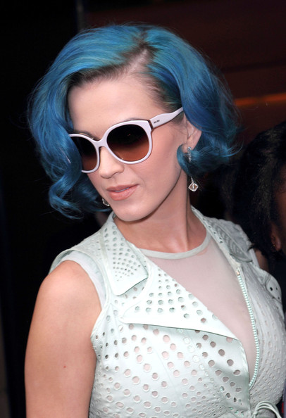 Katy Perry Curled Out Bob []