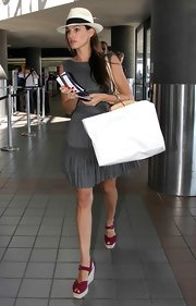Kelly's raspberry red espadrille sandals were a fun and colorful summer look.