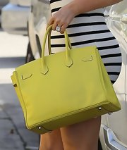 Khloe Kardashian opted for a bright yellow leather tote for her daytime look while out dining.