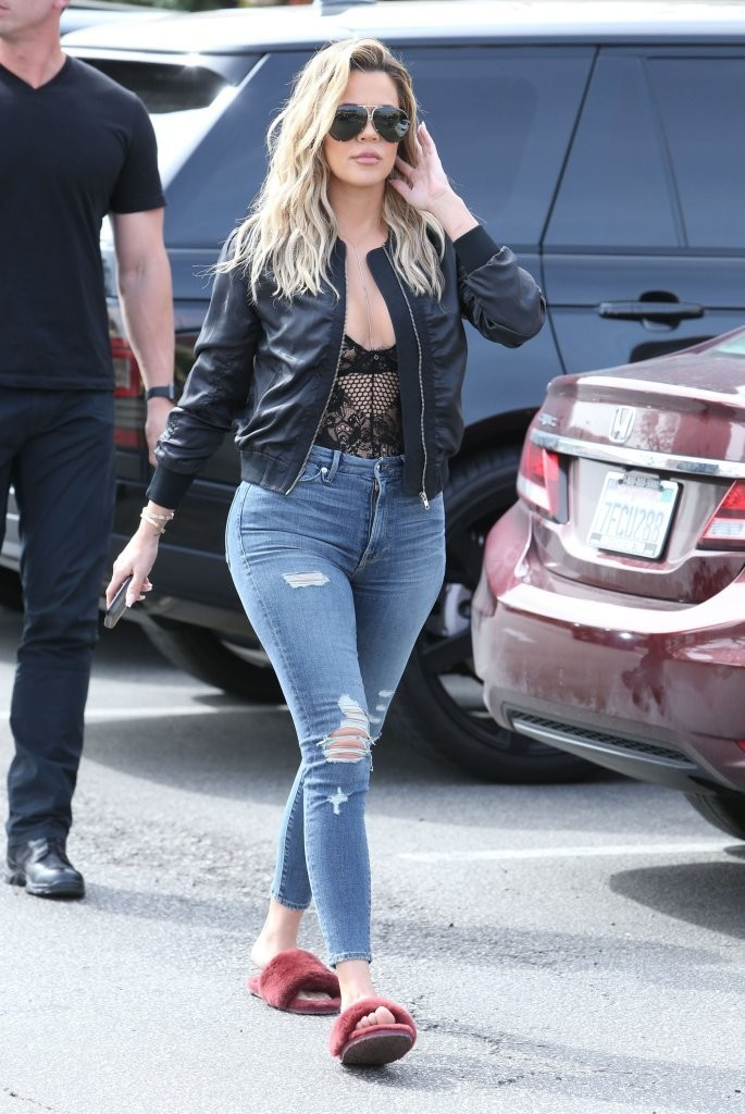 f3bbe8dcd916 Khloe Kardashian kept the trendy vibe going with a pair of ripped skinny  jeans by Good