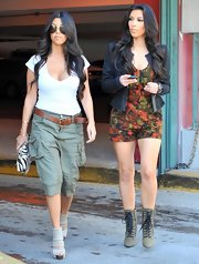 Kourtney showed off her post baby figure while out with sis Kim in Miami. She donned an on-trend pair of green cargo pants with additional side pockets. Too cute!