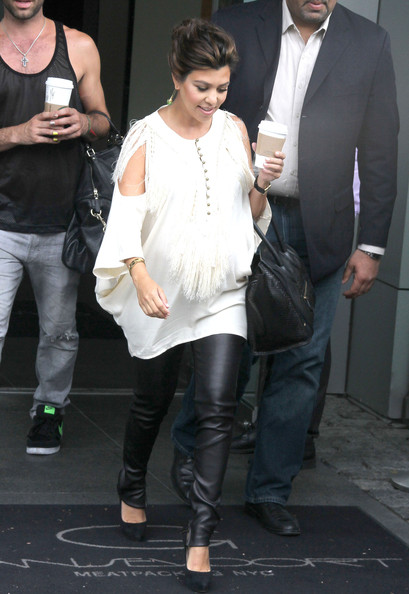 More Pics of Kourtney Kardashian Loose Blouse (2 of 9) - Kourtney Kardashian Lookbook - StyleBistro