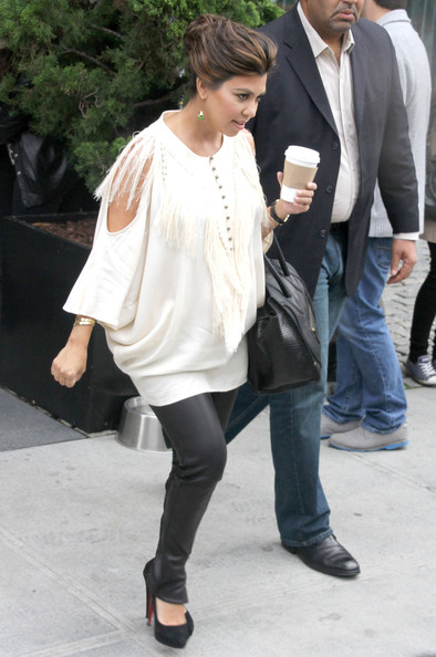 More Pics of Kourtney Kardashian Loose Blouse (1 of 9) - Kourtney Kardashian Lookbook - StyleBistro