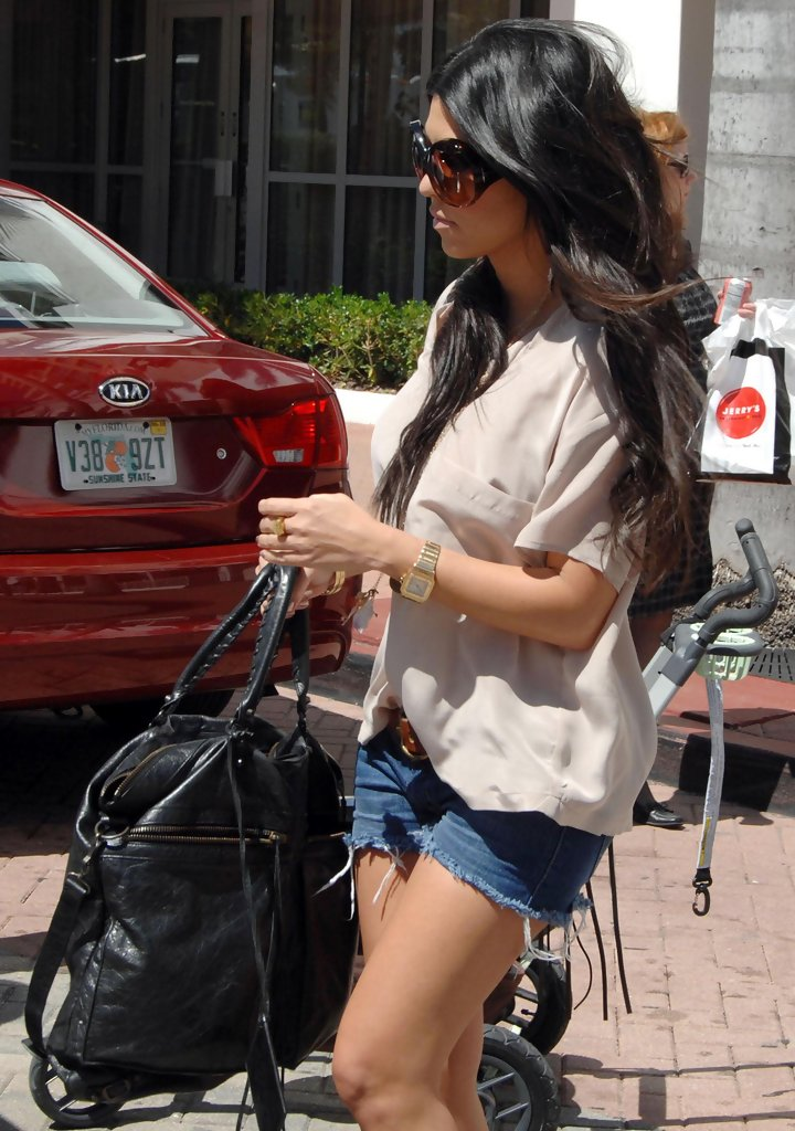 Kourtney Kardashian Tote Bags - Kourtney Kardashian Fashion ...