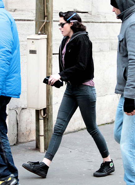 Kristen Stewart kept her look casual with skinny jeans and black canvas shoes.