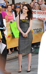 Kristen Stewart looked perfectly polished for her appearance on the 'Today' show in this charcoal sheath dress. Love the splash of olive color!