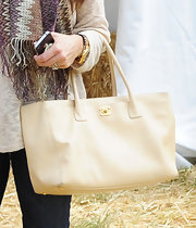 Kyle Richards felt the fall spirit at the pumpkin patch this weekend with this creamy Chanel tote.