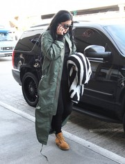 Kylie Jenner sealed off her edgy look with a pair of camel-colored boots by Timberland.