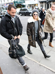 Kylie Minogue topped off her winter style with black flat leather boots.