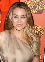 Lauren Conrad works her signature cat eye look, keeping her eyelids neutral.