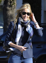 Leslie Bibb sharpened her street style with a navy school boy style blazer.