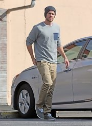 Liam Hemsworth looked casual and cool with his gray beanie while walking around Studio City.