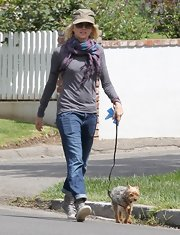 Naomi Watts chose a gray long-sleeve tee for her effortless casual look while walking her dog.