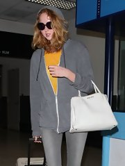 Lily Cole's white Miu Miu tote was a stylish finish to her casual traveling attire.