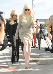 Lindsay Lohan looked classically glam in a khaki trenchcoat and oversize sunglasses.
