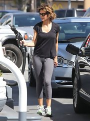 Lisa Rinna looked super casual in a black scoop-neck tee.