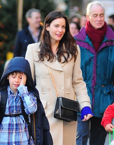 Liv Tyler went hands-free with a black, crocodile, chain-strap messenger bag.