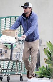 Luke Wilson kept his daytime look casual and cool by sporting a gray zip-up hoodie.