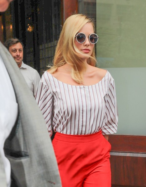 Margot Robbie Round Sunglasses