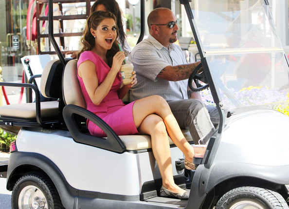 More Pics of Maria Menounos Bright Nail Polish (1 of 8) - Nails Lookbook - StyleBistro