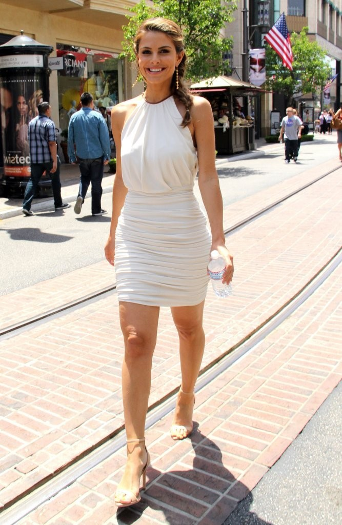 Maria Menounos Hangs Out at The Grove