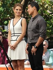 Maria Menounos rocked a fitted white frock with black trim for her stylish black-and-white look on 'Extra.'