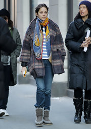 A fresh-faced Marion Cotillard walked to the set of her new film in a plaid swing jacket with cropped sleeves.