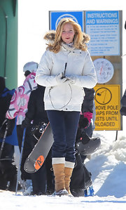 Jennifer Westfeldt completed her cold-weather attire with a pair of camel-colored snow boots.