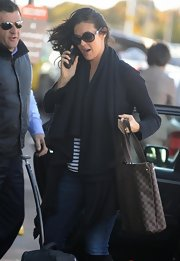 Megan Gale's Louis Vuitton shopper bag looked perfect for traveling.
