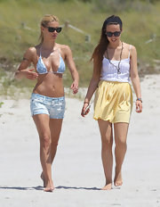 Aurora Ramazzotti's yellow skirt was a breezy beach choice.