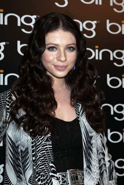 Michelle Trachtenberg Long Wavy Cut